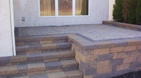 Raised Patio (Canyon Creek blend Versa-Lok)